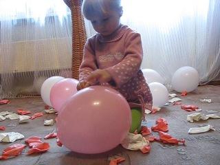 Замедленная съемка: девочка проткнула воздушный шарик иголкой@ blog http://shabaevru/@ instagram http