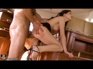 21Sextury- Трахнул брюнеточку в её плотненькую дырочку!